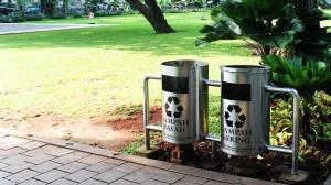 2015-03-19-05-tempat-sampah-taman-suropati-jakarta